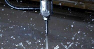 Резка металла водой — принципы и особенности