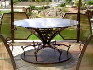 Кованый стол для беседки