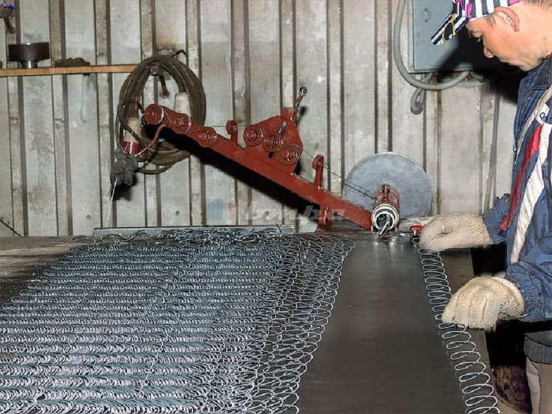 Процесс производства рабицы на станке