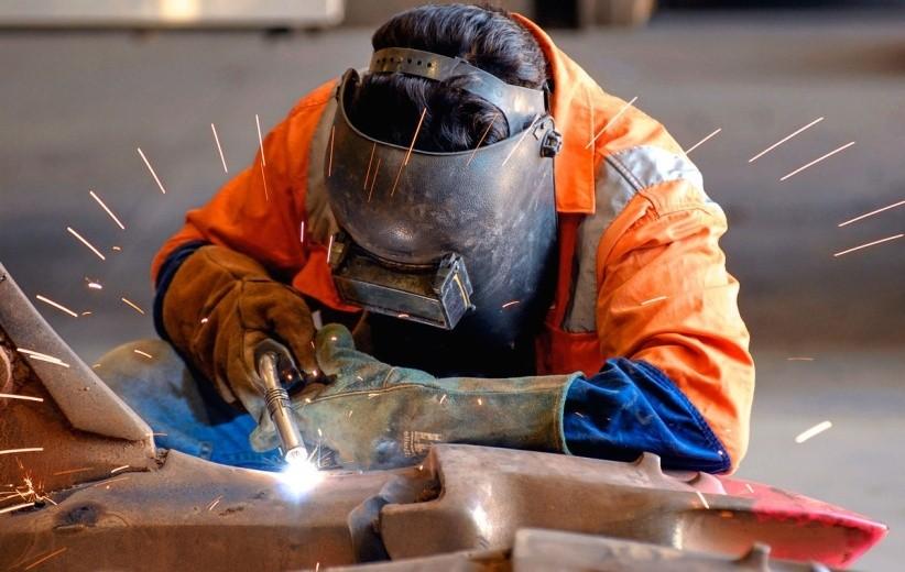 Проведение операций по разделке металла, где необходим раскрой или сварка изделия, используя ручной самодельный изготовленный своими руками или профессиональный плазморез.